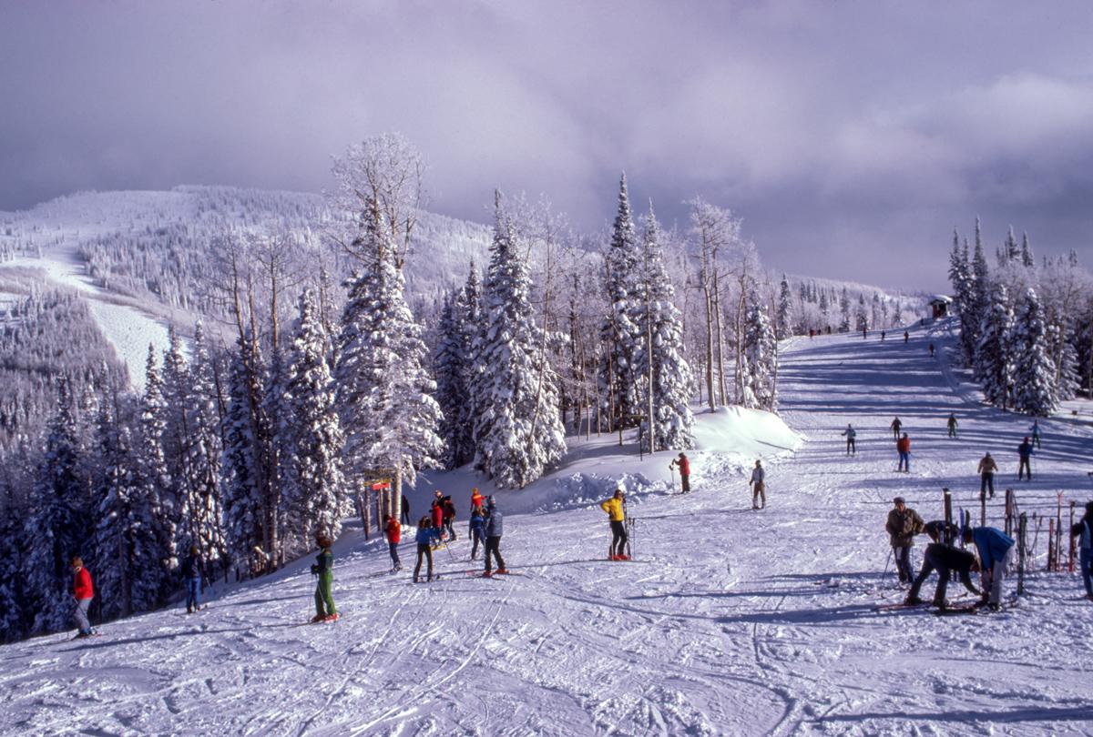 skidjackor och snö